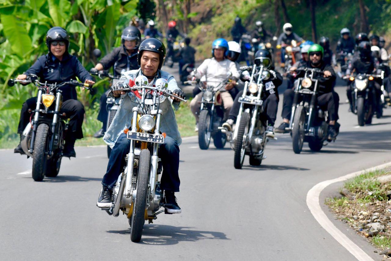 Haruskah Jokowi Turun?