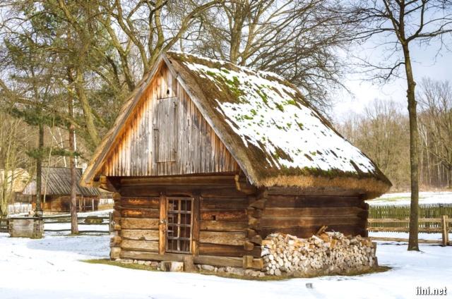 Ngôi nhà nhỏ giữa không gian mùa đông