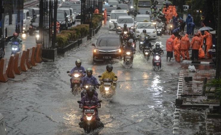 Ini 5 Cara agar Motor Matik Tidak Mogok Saat Menerjang Banjir