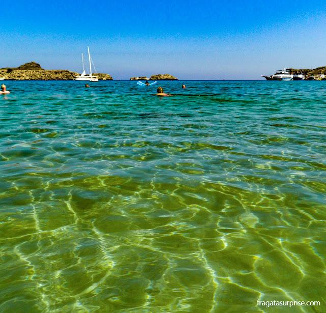 Praia em Lindos, na Ilha de Rodes, Grécia