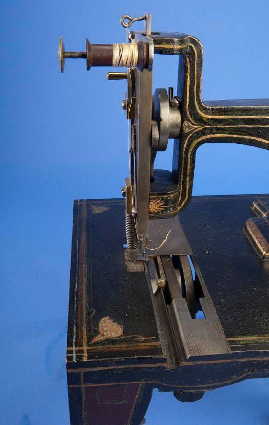 Singer sewing machine patent model 1851 - photo framing 4