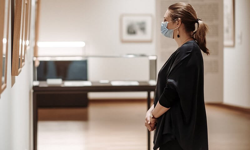 Princess Stephanie wore a black baggy cotton half sleeve bow casual loose button shirt, Bottega Veneta intrecciato small shoulder bag, earrings