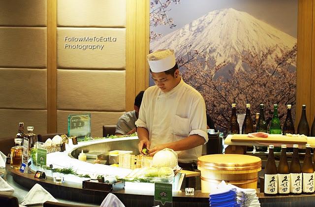 ISHIN's Oval Sushi Counter