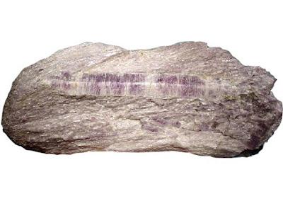 Cristal de tremolita variedad hexagonita en roca matriz
