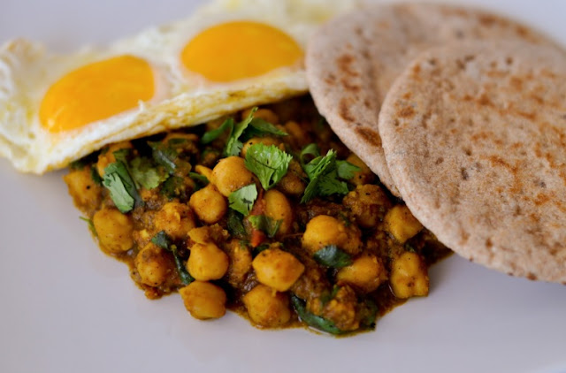 Chickpea curry breakfast
