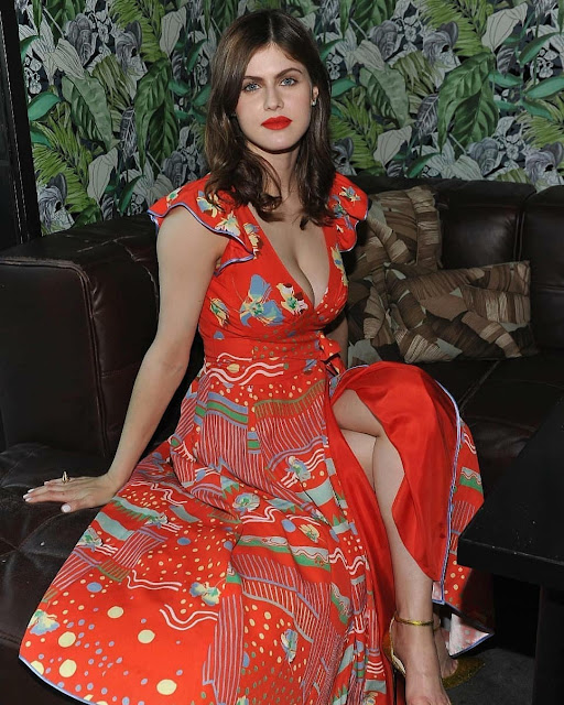 Beautiful Alexandra Daddario pics