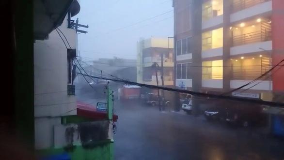 Siêu bão Goni đổ bộ Philippines gây ra một loạt vụ sạt lở đất, mưa dữ dội