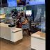 Vídeo: Cliente revoltada tenta agredir funcionários de restaurante, mas acaba apanhando e detida; veja