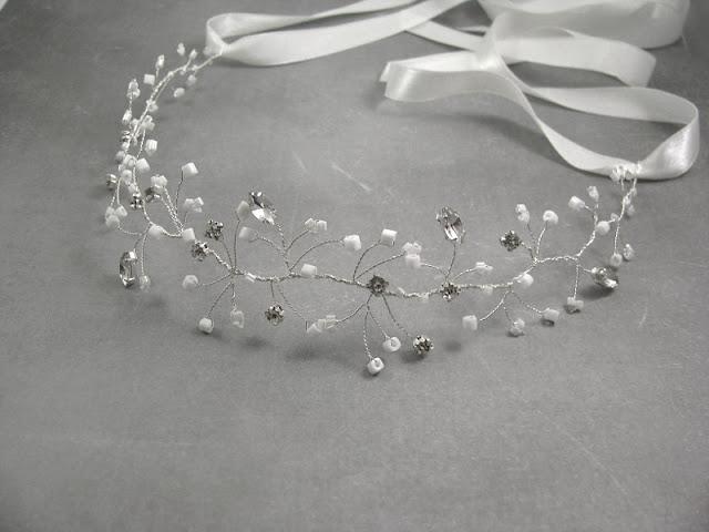 Wiązana opaska ślubna z koralikami i kryształkami