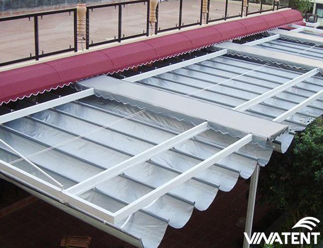 sử dụng mái xếp che nắng mưa hiên nhà