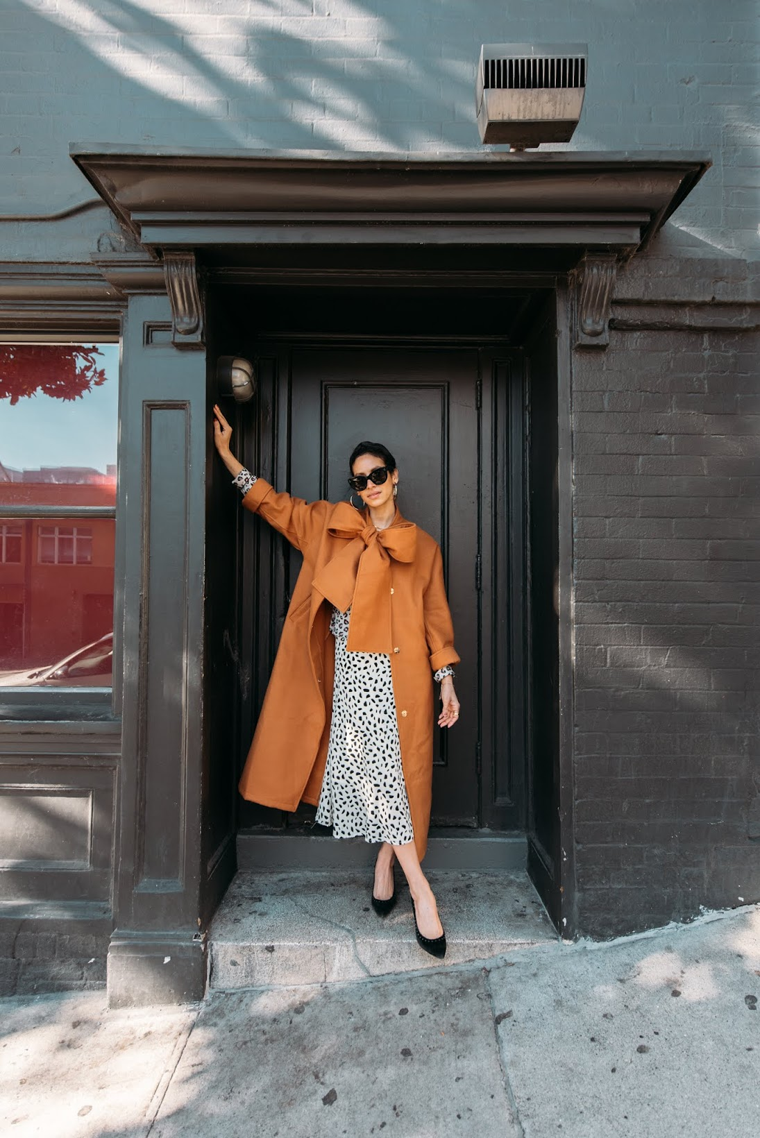 leopard looks, french girl style, San Francisco, City girl style, Parisian style, Camel coat, coach pumps, Bailey 44