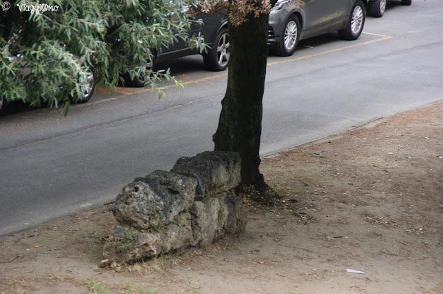 Resti delle antiche mura romane che rappresentavano la prima cinta muraria della città
