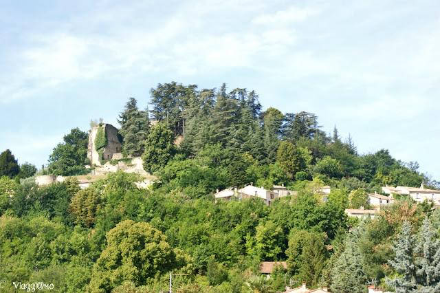 Rovine e villaggi lungo le strade di Provenza