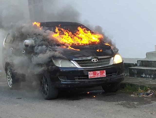 Sebuah Mobil Dinas, Pemkab Kep. Selayar Terbakar