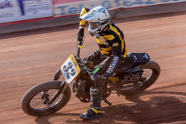 Andrew Murphy tears up Redcar on his Survivor Customs Racing Thunderbike - Braking Point Images
