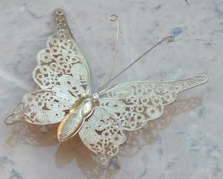 Vintage butterfly brooch in gold