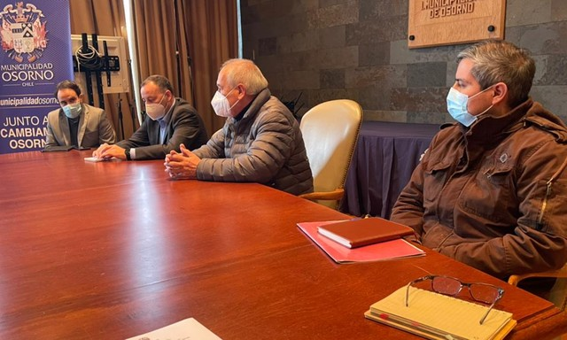 Osorno: Alcalde de reúne con comerciantes por difícil situación económica