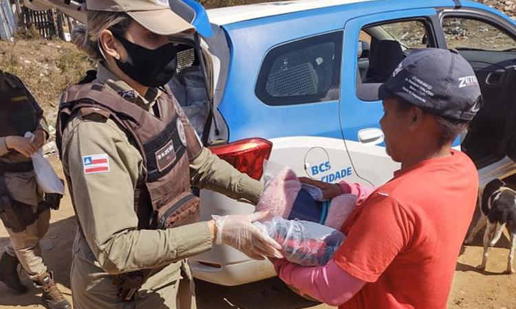 BCS de Vitória da Conquista distribui máscaras, cobertores e roupas