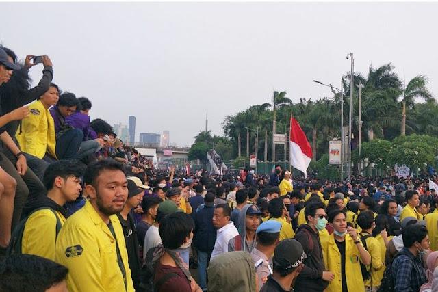 Tolak RKUHP, Gelombang Aksi Mahasiswa Kembali Datangi DPR