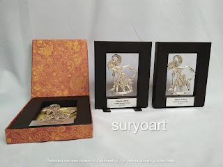 Sovenir gift wayang logam bima dalam pigura minimalis box batik