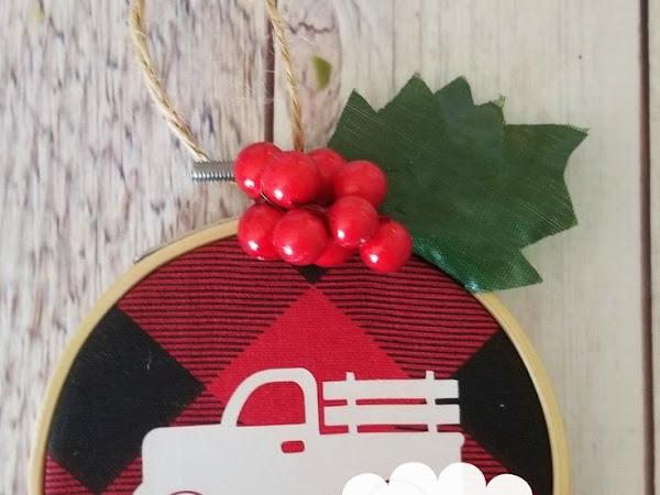 Buffalo Plaid Embroidery Hoop Ornaments