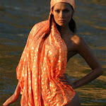 Renata Gonzalez Fotos Vestida De Color Naranja Foto 2