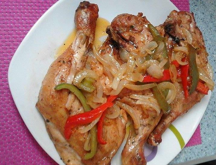 Muslos de pollo al horno con pimientos - La Cocina de Pedro y Yolanda