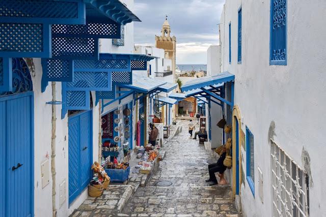 اعتادت مدينة سوسة أن تكون مكانًا مزدحمًا للغاية ولكن الآن بعد أن زار تونس عدد قليل فقط من السياح ، فهي فارغة تمامًا