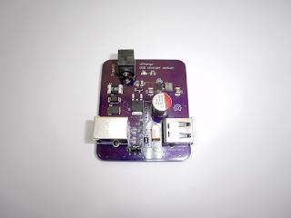 """Módulo carregador USB """"uCharge"""", revisão 1."""