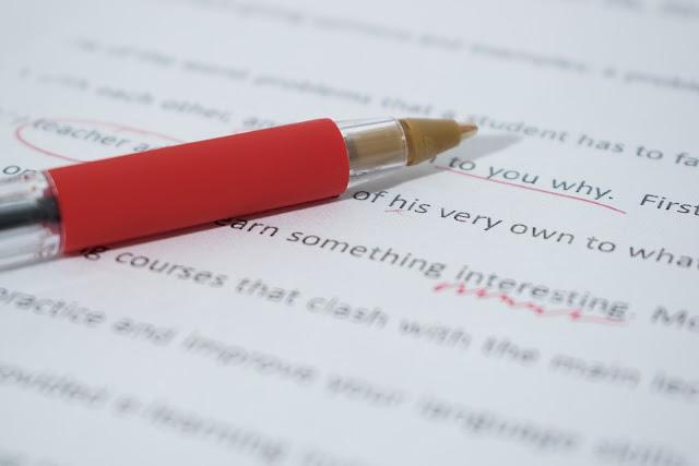 Posso usar caneta vermelha ou colocar um X nas respostas erradas dos alunos?