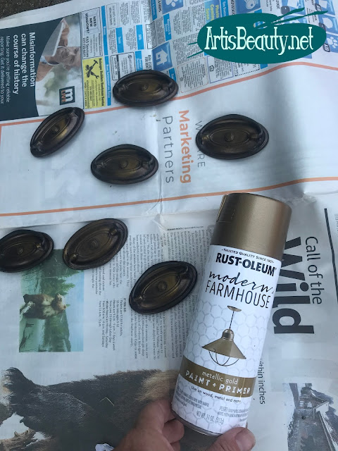 rustoleum modern farmhouse metallic gold paint for hardware makeover on vintage desk