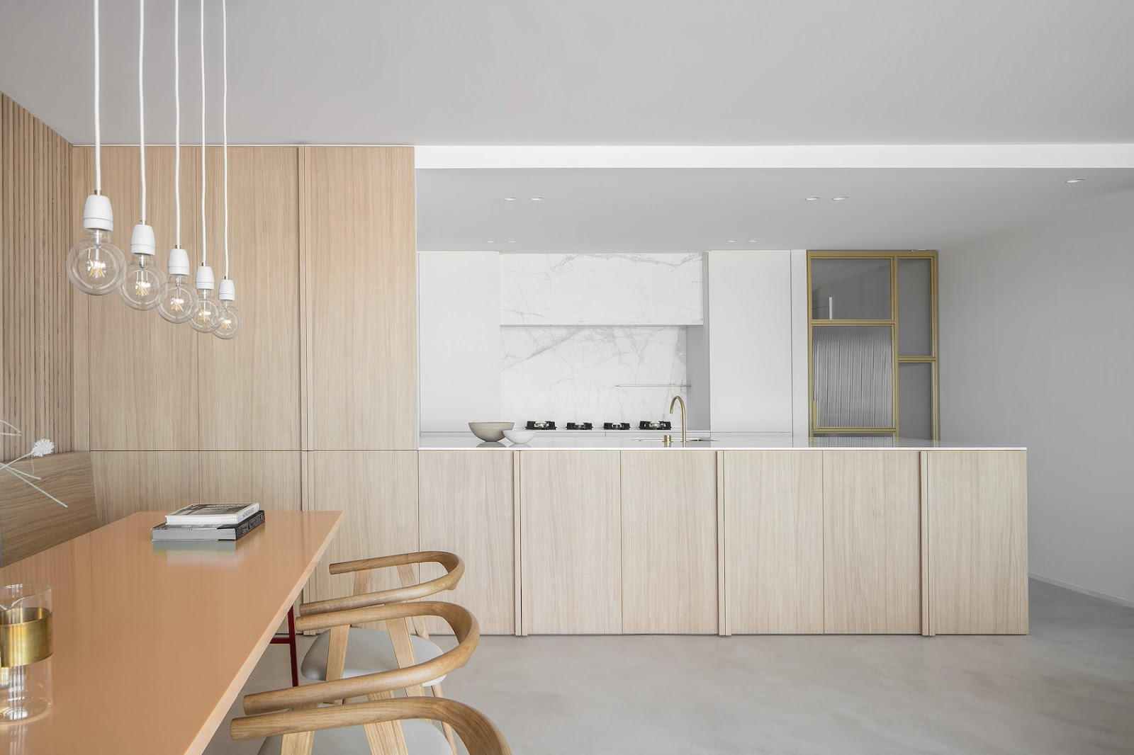 ilaria fatone - Elegance and Simplicity in a Minimal Home - dining room
