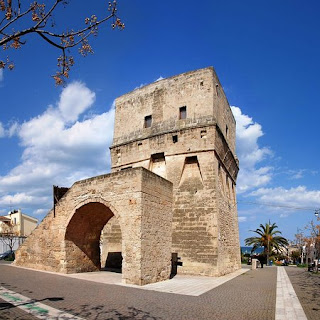 The Torre Pelosa, the 16th century watchtower in the heart of Torre a Mare