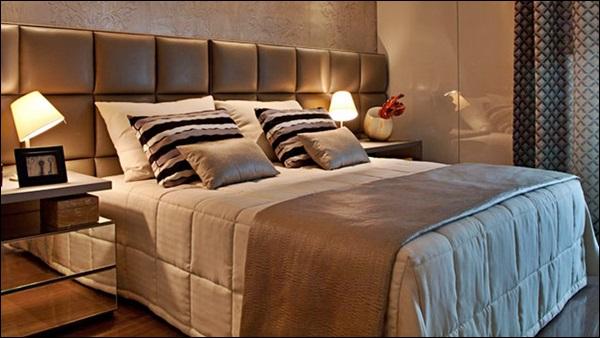 cama de casal no quarto