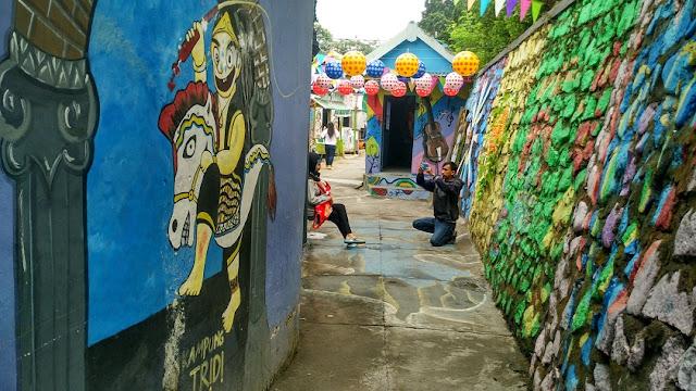 Lukisan bagong kampung tridi kesatrian
