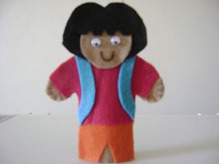 DSC05916 - Dedoches em feltro, chapeuzinho vermelho e Dora aventureira