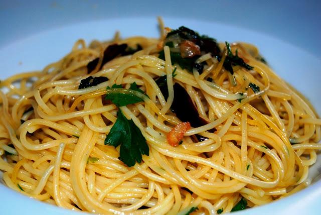 Espaguetis, Pasta, Italia, Ajo, Aceite, Guindilla, Almuerzo, Casero