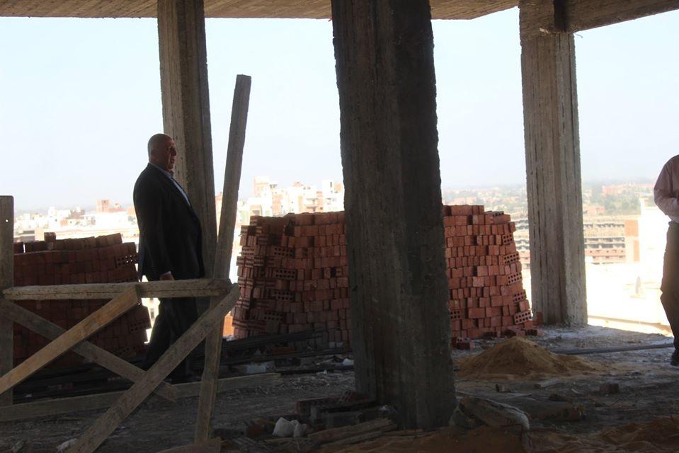 بأمر المحافظ..إزالة 13 دورًا مخالفًا ببرج سكني بشرق مدينة كفر الشيخ - (صور) 5