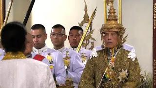 Mahkota Raja Thailand yang Penuh Berlian