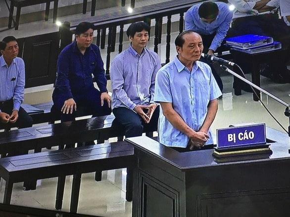 Bị cáo Phan Hữu Tuấn trả lời thẩm vấn