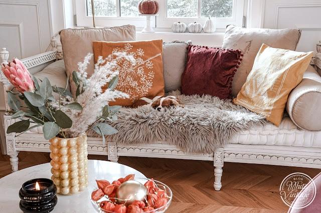 Wohnzimmer in herbstlichen Erdfarben einrichten