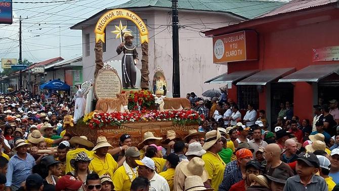 Camoapa celebra las fiestas patronales en el mes de octubre en honor a San Francisco de Asís. La imagen recorre las principales calles de la ciudad. Foto: Archivo