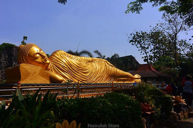 Patung Buddha Tidur di Mojokerto
