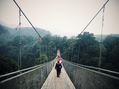 Jembatan Gantung Situ Gunung dan Curug Sawer