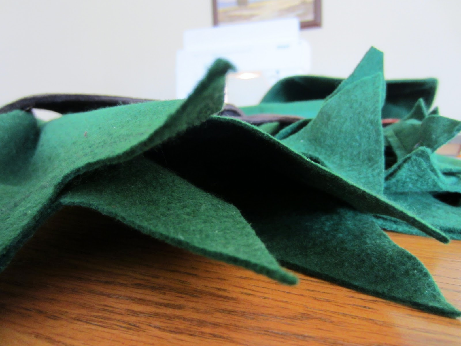 How to Make a Paper Robin Hood Hat: 13 Steps (with Pictures)   1200x1600
