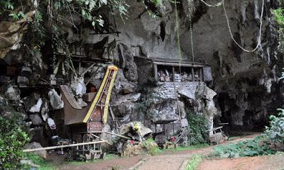 Situs Pemakaman Londa di Toraja