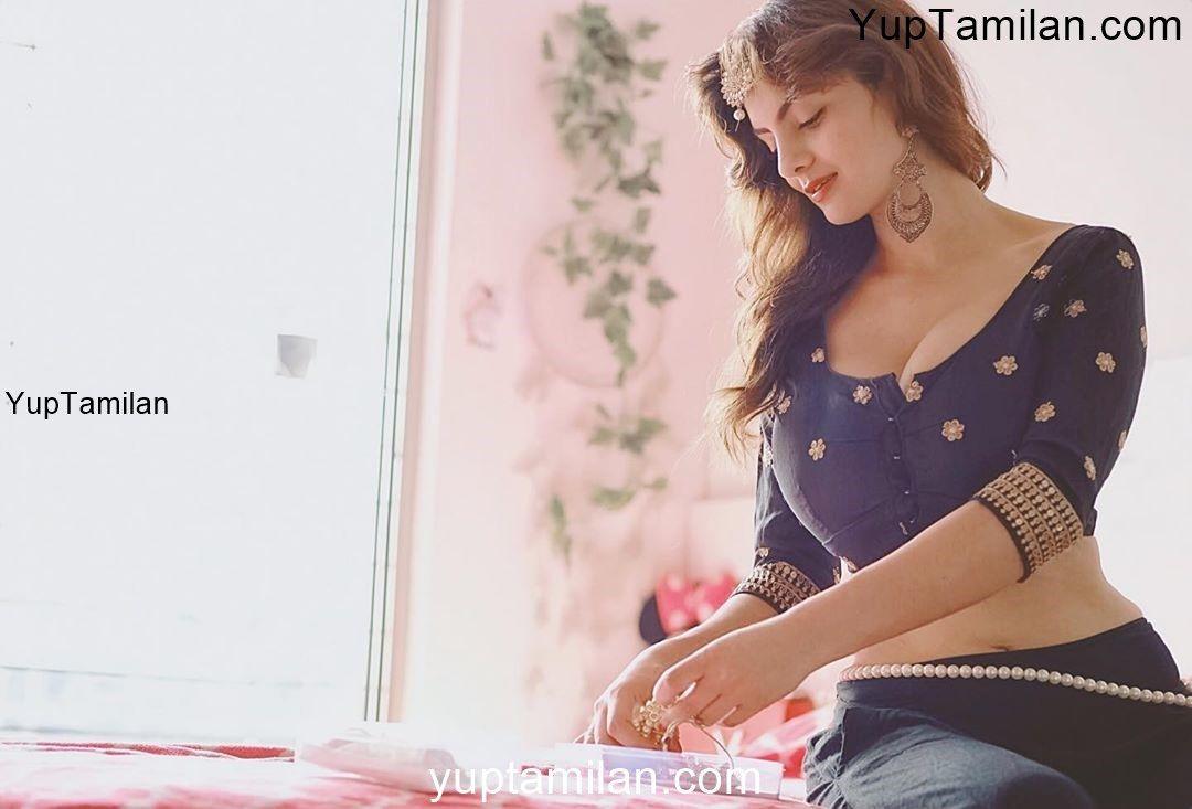 Gandi Baat Actress Anveshi Jain sexiest Cleavage Photos