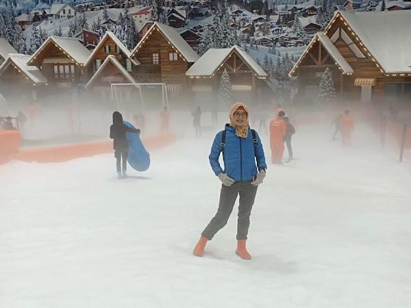 Wahana Bermain Salju dan Ski di Bekasi
