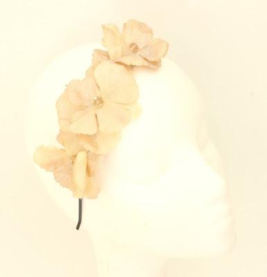 PV 2017 - Coleccion Oro Duro 05 Diadema tocado flor