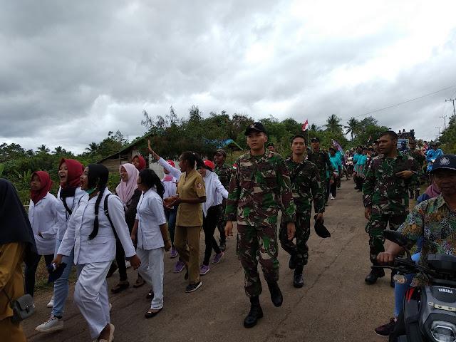 Prajurit Kostrad dan Warga Perbatasan Meriahkan Karnaval Sambut HUT ke-74 RI